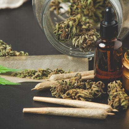 bourgeons-marijuana-joints-marijuana-huile-cannabis_1150-20687